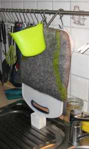 ...und da steht die Tasche nun auf der Küchenspühle um ab zu tropfen.
